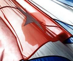 20110311021324-bandera-cubana-marti.jpg