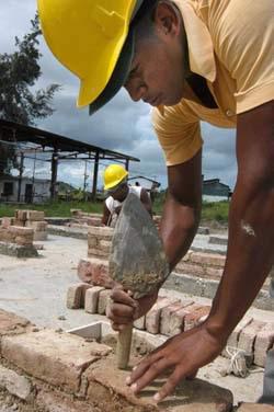 20111204013050-constructor-ladrillos.jpg
