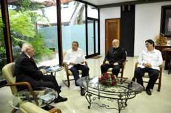 Se reúne Raúl Castro con Canciller español y el arzobispo de La Habana