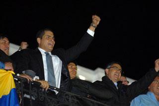 Revertida la intentona golpista en Ecuador. El pueblo aclama al presidente Rafael Correa
