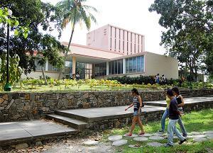 Recorre Ministro de Educación Superior obras en remodelación de la Universidad Central