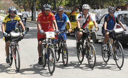 En Santa Clara, ciclistas guantanameros solidarios con los cinco